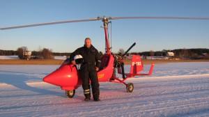 Willy Johansen med sitt ELA07 gyroplan